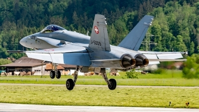 Photo ID 242225 by Martin Thoeni - Powerplanes. Switzerland Air Force McDonnell Douglas F A 18C Hornet, J 5009