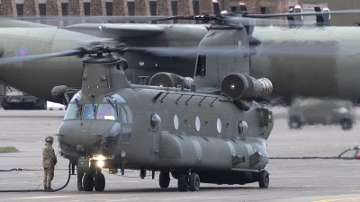 Photo ID 245332 by Tom Gibbons. UK Air Force Boeing Vertol Chinook HC6 CH 47F, ZK562
