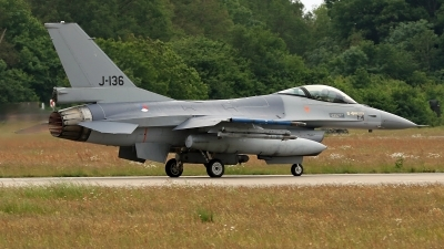 Photo ID 246225 by Richard de Groot. Netherlands Air Force General Dynamics F 16AM Fighting Falcon, J 136