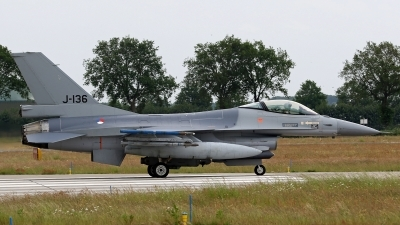 Photo ID 246230 by Richard de Groot. Netherlands Air Force General Dynamics F 16AM Fighting Falcon, J 136