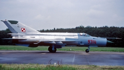 Photo ID 28496 by Eric Tammer. Poland Air Force Mikoyan Gurevich MiG 21bis, 9314