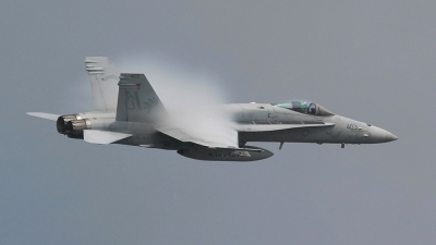 Photo ID 28641 by John Higgins. USA Navy McDonnell Douglas F A 18C Hornet, 164663