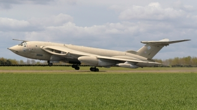 Photo ID 34743 by James Matthews. UK Air Force Handley Page Victor K2 HP 80, XM715
