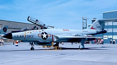 Photo ID 39673 by Robert W. Karlosky. USA Air Force McDonnell F 101B Voodoo, 57 0295