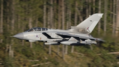 Photo ID 41088 by Tom Gibbons. UK Air Force Panavia Tornado GR4A, ZA370