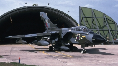 Photo ID 43206 by Tom Gibbons. UK Air Force Panavia Tornado GR1B, ZA492