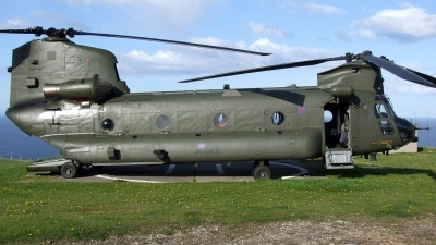 Photo ID 43518 by Andy Walker. UK Air Force Boeing Vertol Chinook HC2, ZD575