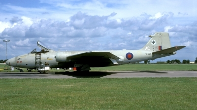 Photo ID 49520 by Joop de Groot. UK Air Force English Electric Canberra PR9, XH169