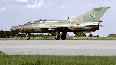 Photo ID 52581 by Carl Brent. Hungary Air Force Mikoyan Gurevich MiG 21UM, 905