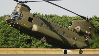 Photo ID 62598 by Rob Hendriks. UK Air Force Boeing Vertol Chinook HC2A, ZH892