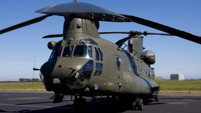 Photo ID 69145 by Tom Sunley. UK Air Force Boeing Vertol Chinook HC2, ZA670