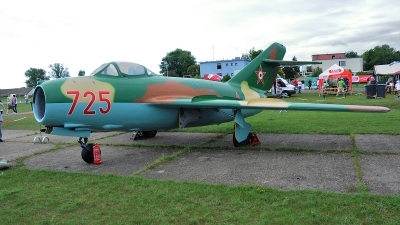 Photo ID 71527 by Martin Thoeni - Powerplanes. Hungary Air Force Mikoyan Gurevich MiG 15bis, 725