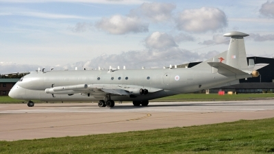 Photo ID 72891 by PAUL CALLAGHAN. UK Air Force Hawker Siddeley Nimrod R1, XW664