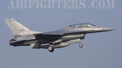 Photo ID 9534 by Roberto Bianchi. Italy Air Force General Dynamics F 16B Fighting Falcon, MM7266