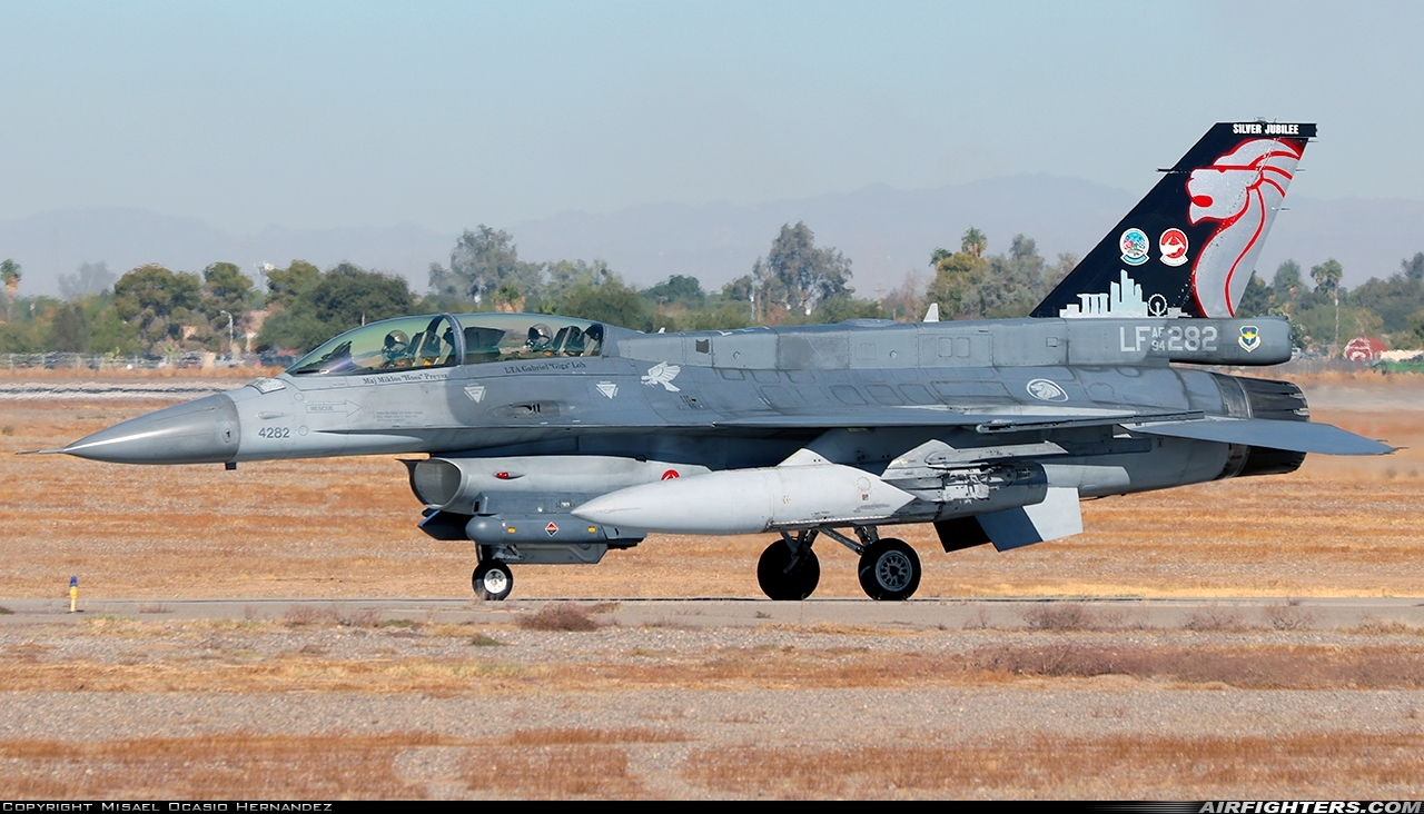 Photo ID 247796 by Misael Ocasio Hernandez. Singapore Air Force General Dynamics F 16D Fighting Falcon, 94 0282