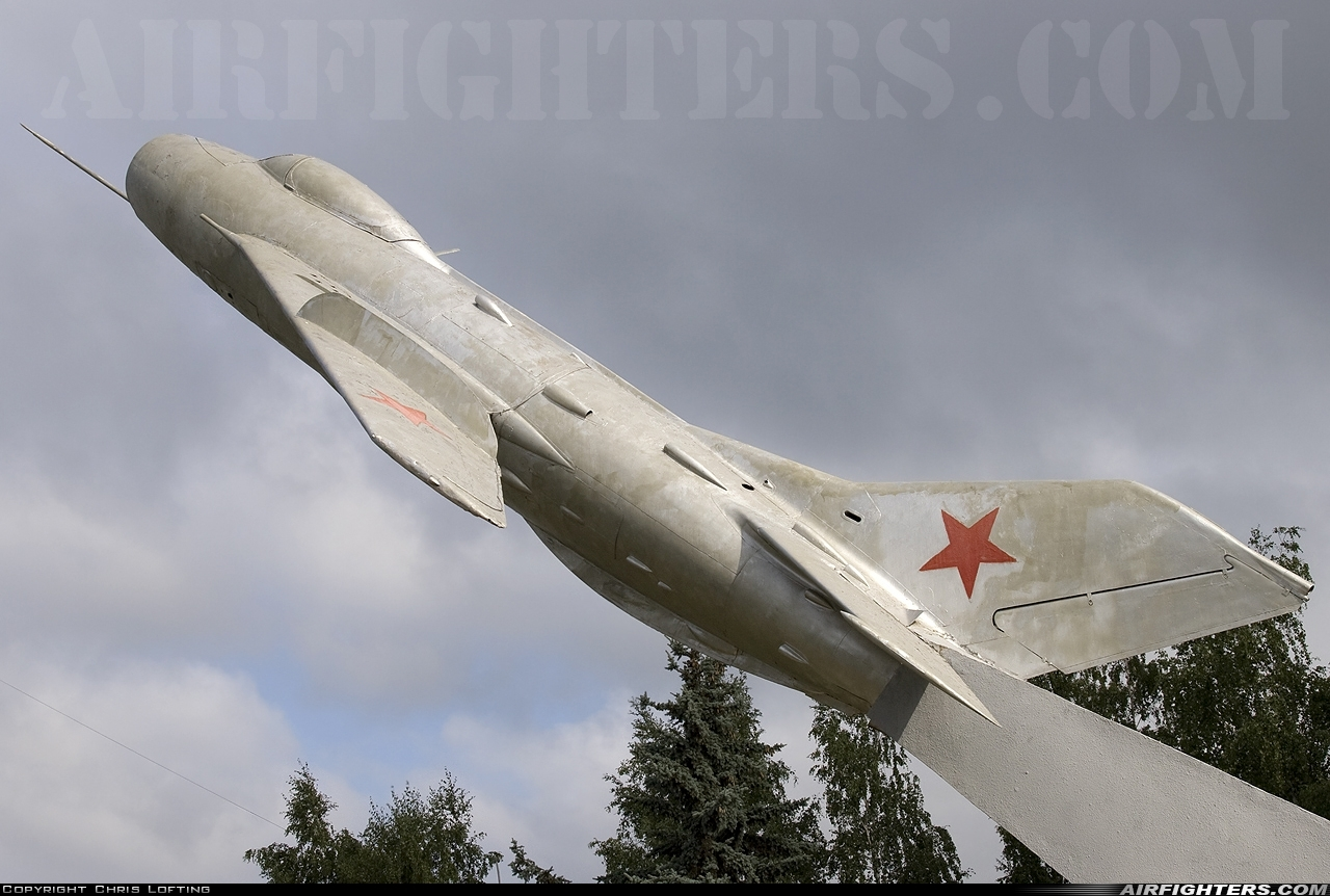 Photo ID 40942 by Chris Lofting. Russia Air Force Mikoyan Gurevich MiG 19,